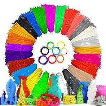 Se puede apreciar en la imagen muchísimos royos de filamento para impresoras 3d de múltiple colores.